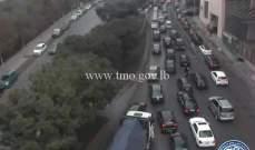 حركة المرور كثيفة من برج المر باتجاه سليم سلام وصولا الى جسر الكولا