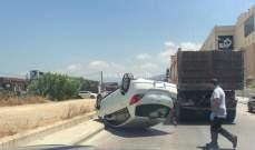 جريح نتيجة تصادم بين مركبتين وانقلاب احداها على الطريق البحرية بالدورة