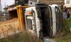 النشرة: جرحى بحادث سير بين سيارة وشاحنة على طريق عام القصيبة- عدشيت