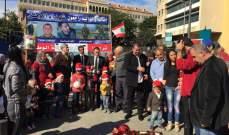 """""""حزب الوطنيين الاحرار"""" يقدم الهدايا لاطفال العسكريين بمناسبة الميلاد"""