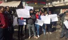 النشرة: احتجاج في عرسال ضد العمالة السورية والنازحين السوريين في البلدة