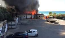 حريق في مجمع سياحي في جبيل و4 فرق للدفاع المدني تعمل على اخماده