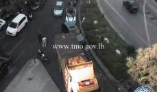 تعطل شاحنة على تقاطع برج المر باتجاه نفق سبيرز وحركة المرور كثيفة بالمكان