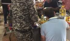 فريق من وزارة الاقتصاد نظم محاضر ضبط بحق سوبرماركات مخالفة في الجومة بعكار