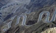 مقتل 4 أشخاص وإصابة 5 آخرين إثر سقوط مركبتهم من أعلى جبال طويق بالسعودية