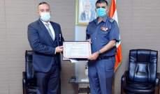 اللواء عثمان قلد المهندس أديب عبد المسيح ميدالية قوى الأمن الداخلي