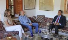 جنبلاط بحث مع السفير الهندي الجديد بآخر المستجدات والتطورات السياسية