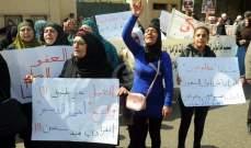 اهالي الموقوفين الاسلاميين يعتصمون امام مبنى الصليب الاحمر بطرابلس