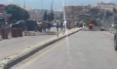 قطع الطريق الدولية عند نقطة المصنع الحدودية احتجاجا على قرار الجمارك بالبقاع