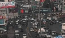 تصادم بين شاحنة وسيارة على اوتوستراد الكرنتينا باتجاه الدورة