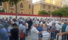 المتقاعدون العسكريون يمنعون موظفي الجمارك من دخول مرفأ بيروت