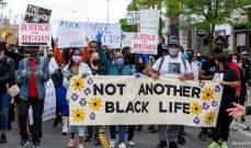 آلاف المتظاهرين ضد العنصرية في مدينة تورونتو الكندية