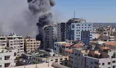 انهيار برج الجلاء الذي يضم مكاتب إعلامية في غزة بعد استهدافه بصواريخ إسرائيلية