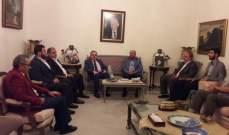البزري يلتقي وفدا من حركة حماس