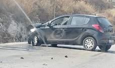 النشرة: جريح نتيجة انحراف سيارة على طريق عام سوق الخان وارتطامها بالحائط