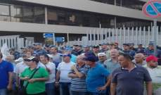 العسكريون المعتصمون قبالة مبنى الـTVA منعوا الموظفين من الدخول لمكاتبهم