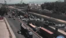 حركة المرور كثيفة من اوتوستراد الرئيس لحود باتجاه سوق السمك الكرنتينا