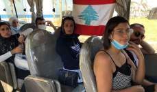 انطلاق محتجين من صور للمشاركة بذكرى 17 تشرين في ساحة الشهداء