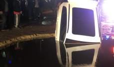 سقوط سيارة في حفرة محلة انطلياس- الطريق البحرية نتيجة إنفجار مجرور مياه