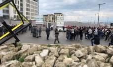 النشرة: متظاهرون يعتدون على الأملاك العامة في ساحة الشهداء