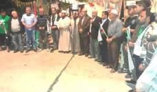 النشرة: استمرار قطع الطريق على مدخل مخيم الرشيدية احتجاجا على قرارات وزارة العمل