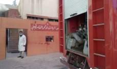 اخماد حريق في جمعية الهلال الاحمر الفلسطيني قرب مخيم الجليل