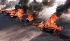 ناشطون يحرقون الاطارات أمام كازينو لبنان احتجاجًا على توقيف ربيع الزين
