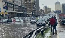 التحكم المروري: العمل على معالجة تجمع المياه على أوتوستراد الدورة وداخل نفق البربير