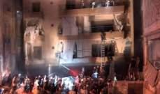 إنقاذ رضيعتين من داخل المبنى في الطريق الجديدة حيث اندلع حريق اثر انفجار خزان مازوت