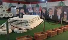 سياسيون وسفراء وضعوا اكاليلا من الزهر على ضريح الحريري