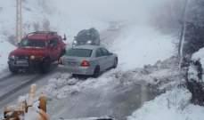 الدفاع المدني: سحب سيارات احتجزت على طرقات حمانا وضهر البيدر وترشيش-زحلة بسبب تراكم الثلوج