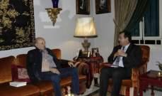 جنبلاط التقى السفير الفرنسي وعرض معه آخر التطورات