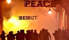 متظاهرون يرشقون الحجارة والمفرقعات النارية على الجيش في وسط بيروت