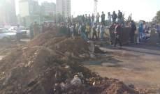 محتجون قطعوا طريق الميناء شكا بالسواتر الترابية