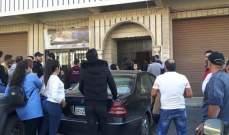 النشرة: المتظاهرون أقفلوا شركة الكهرباء في مكسي ومركز اوجيرو في زحلة