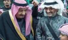 الوليد بن طلال إلى جانب الملك سلمان خلال مهرجان بالرياض