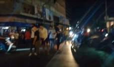 النشرة: تجمع لعدد من الشبان وسط ساحة عبد الحميد كرامي بطرابلس احتجاجا على الوضع الاقتصادي