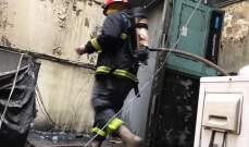 إخماد حريق أكوام نفايات وخشب وكرتون وأسلاك كهربائية في الحمرا