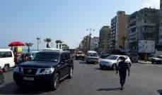 النشرة:سائقو الفانات العمومية حاولوا قطع السير امام جامع الزعتري بصيدا