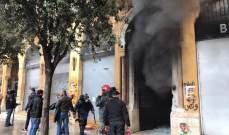 احراق مصرف لبنان والمهجر في رياض الصلح وسط بيروت