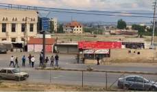 النشرة: الجيش إضطر لإطلاق النار في الهواء لإعادة فتح طريق تعلبايا