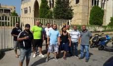 مياومو بلدية الميناء أقفلوا مداخل القصر البلدي وهددوا بالتصعيد