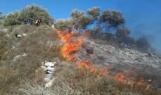 فوج الاطفاء يخمد حريقا شب باعشاب يابسة ببليدا على الحدود مع اسرائيل
