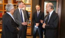 جعجع يلتقي السفير البريطاني في لبنان في معراب