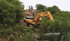 جرافات إسرائيلية تجرف وتقتلع مئات أشجار السنديان بموازاة السياج التقني