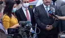 نعمه والقائم بالاعمال العراقي ببيروت استقبلا هبة عراقية عبارة عن 10 آلاف طن طحين