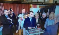 المرشح الوسطي إيمانويل ماكرون أدلى بصوته في توكيه