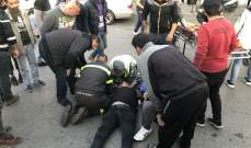 اصابة سائق دراجة نارية بحادث صدم على طريق البص صور