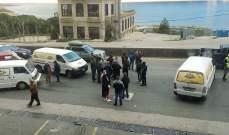 إعتصام لأصحاب فانات توزيع الخبز على أوتوستراد جونية إحتجاجا على عدم تسليمهم الخبز