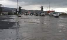تجمع للمياه عند جسر الدامور باتجاه بيروت